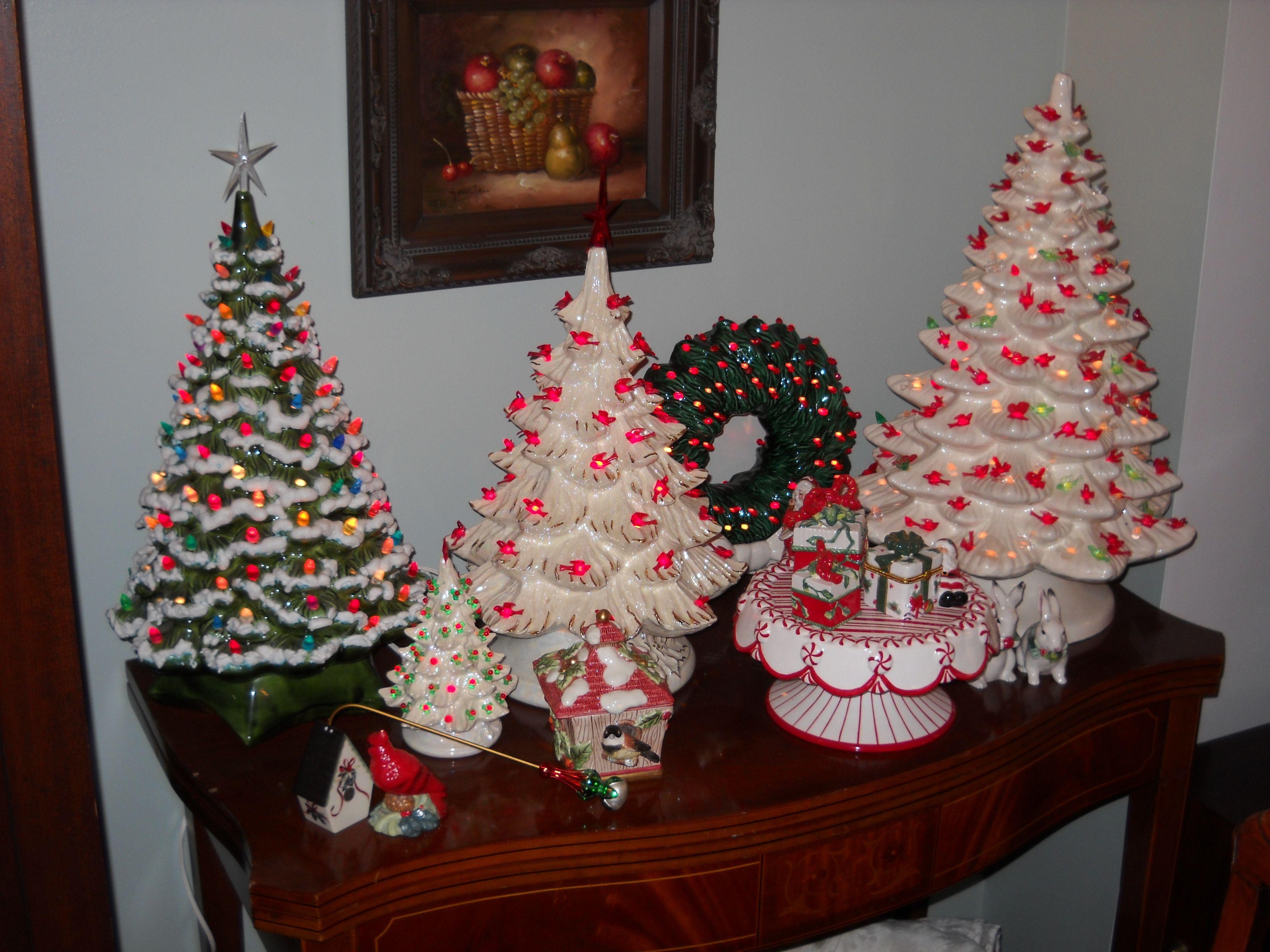 Vintage Ceramic Christmas Trees And Wreath Ca 1950s Vintage Ceramic Christmas Tree Vintage Christmas Decorations 1950s Ceramic Christmas Trees