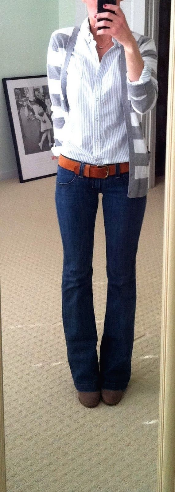 Perfect Simple Fall Ladies Work Outfit. Blue jeans, white top ...