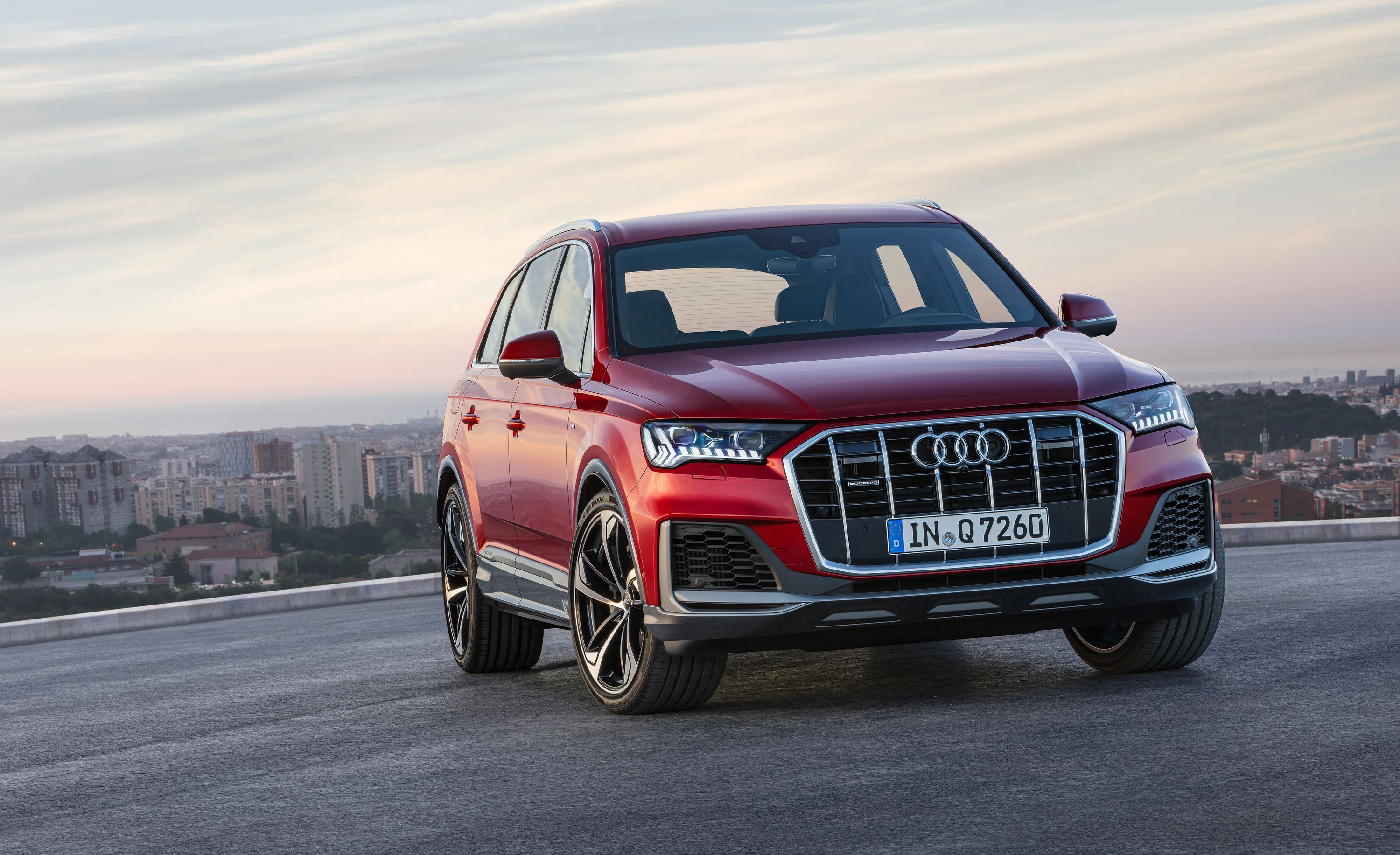 The 2020 Audi Q7 Gets A More Stately Look And Tons Of Touchscreens Audi Q7 Audi Audi Q7 Price