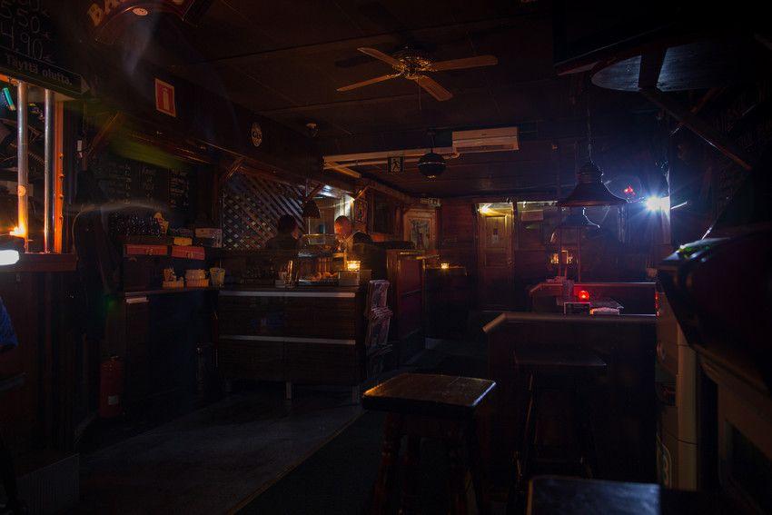 Rovaniemellä osa ravintoloista oli valmistautunut sähkökatkosharjoitukseen tuomalla tunnelmavalaistusta kynttilöin ravintoihin.