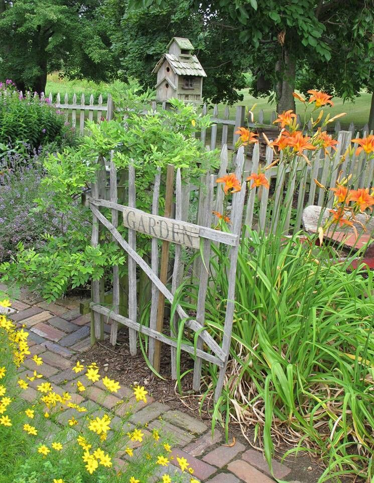 Tobacco stick fencing (love it). Thinking about building