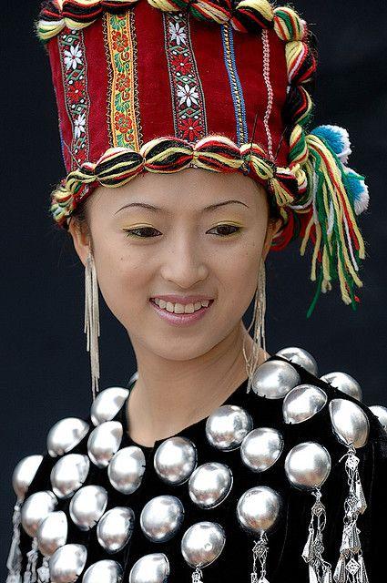 China | Portrait of a Dia woman from Xishuangbanna, Yunnan Province | © EAJ via flickr