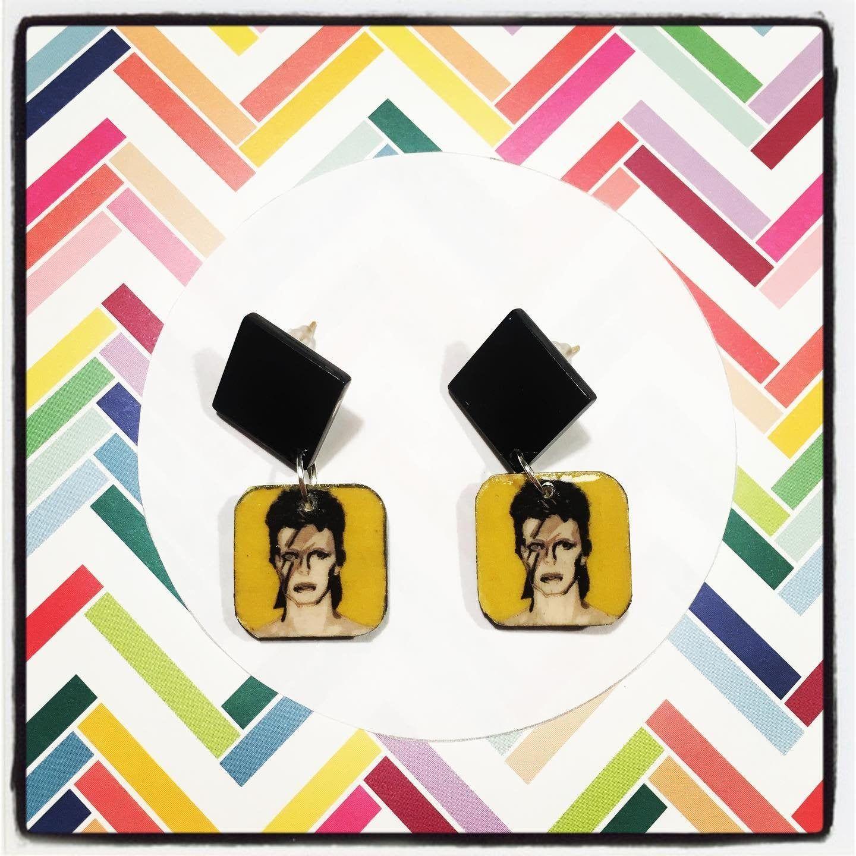 Boucles d'oreilles puces David Bowie