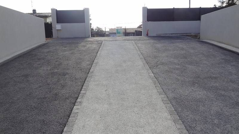 Descente de garage en b ton perm able poreux drainant for Terrasse beton colore