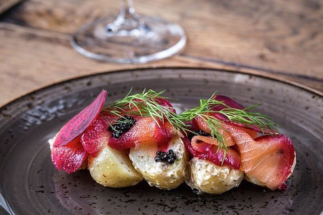 Smoked salmon, potato salad, beetroot, caviar and dill - stunning ! @yorkandalbany Gx