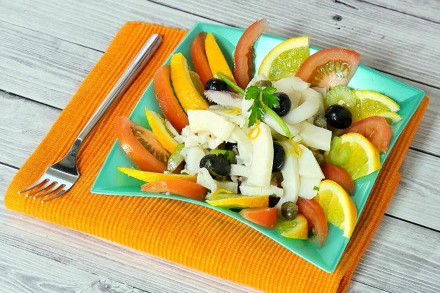 Салат из каракатицы – это вкусная, экзотическая, летняя закуска, которая пользуется большой популярностью в Италии. К большому сожалению найти в наших краях