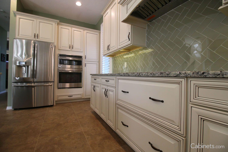 Best Springfield Maple Antique White Chocolate Glaze Kitchen 400 x 300