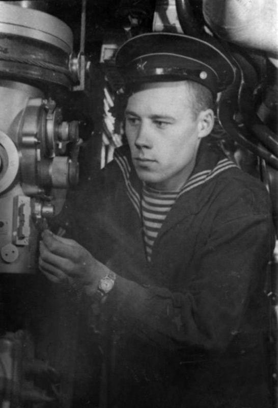 Soviet submarine Petty Officer, Leningrad 1942, pin by ...