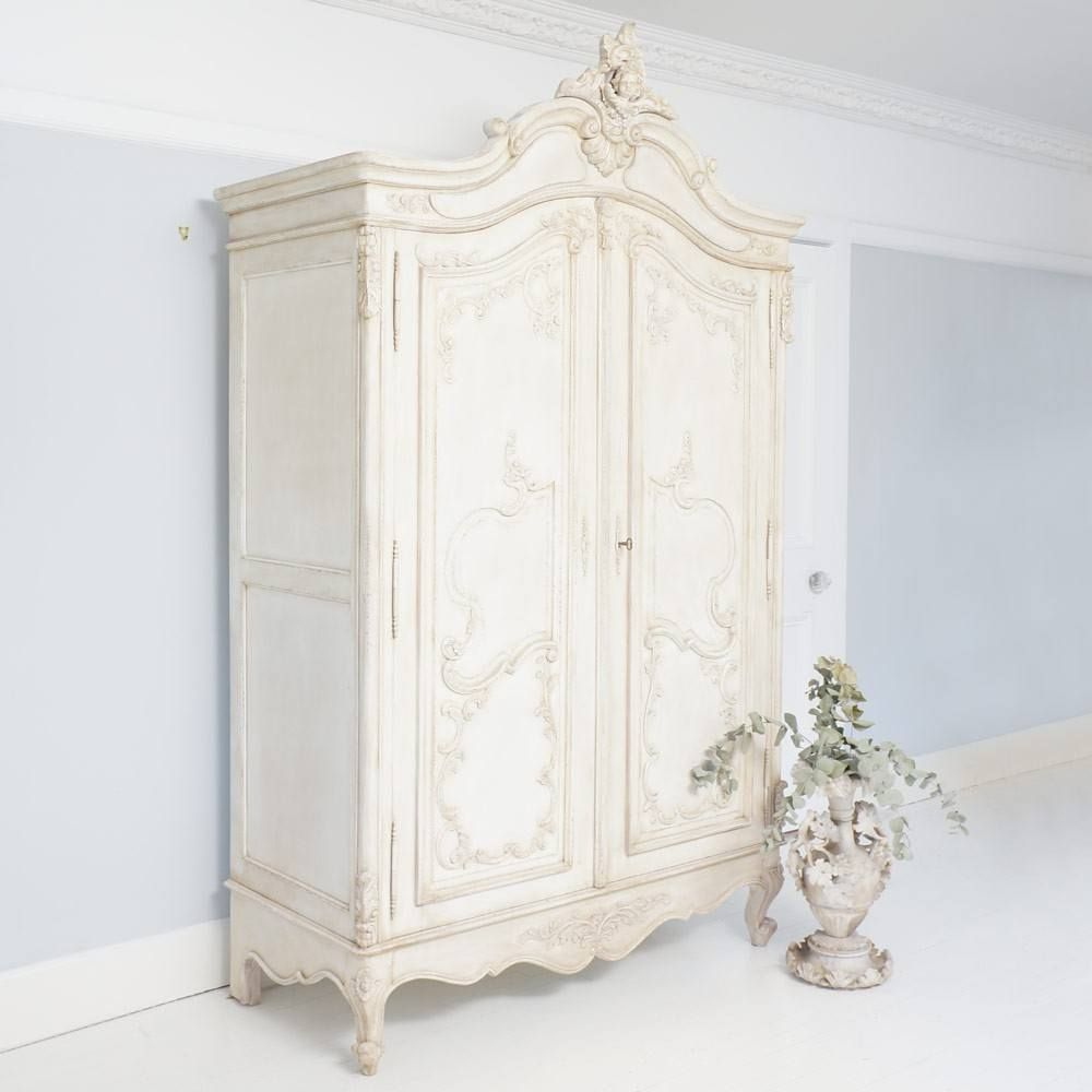 Superbe Delphine Distressed Shabby Chic Armoire