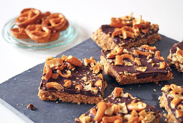 Snack met chocolade, pindakaas en zoutjes - Focus on Foodies