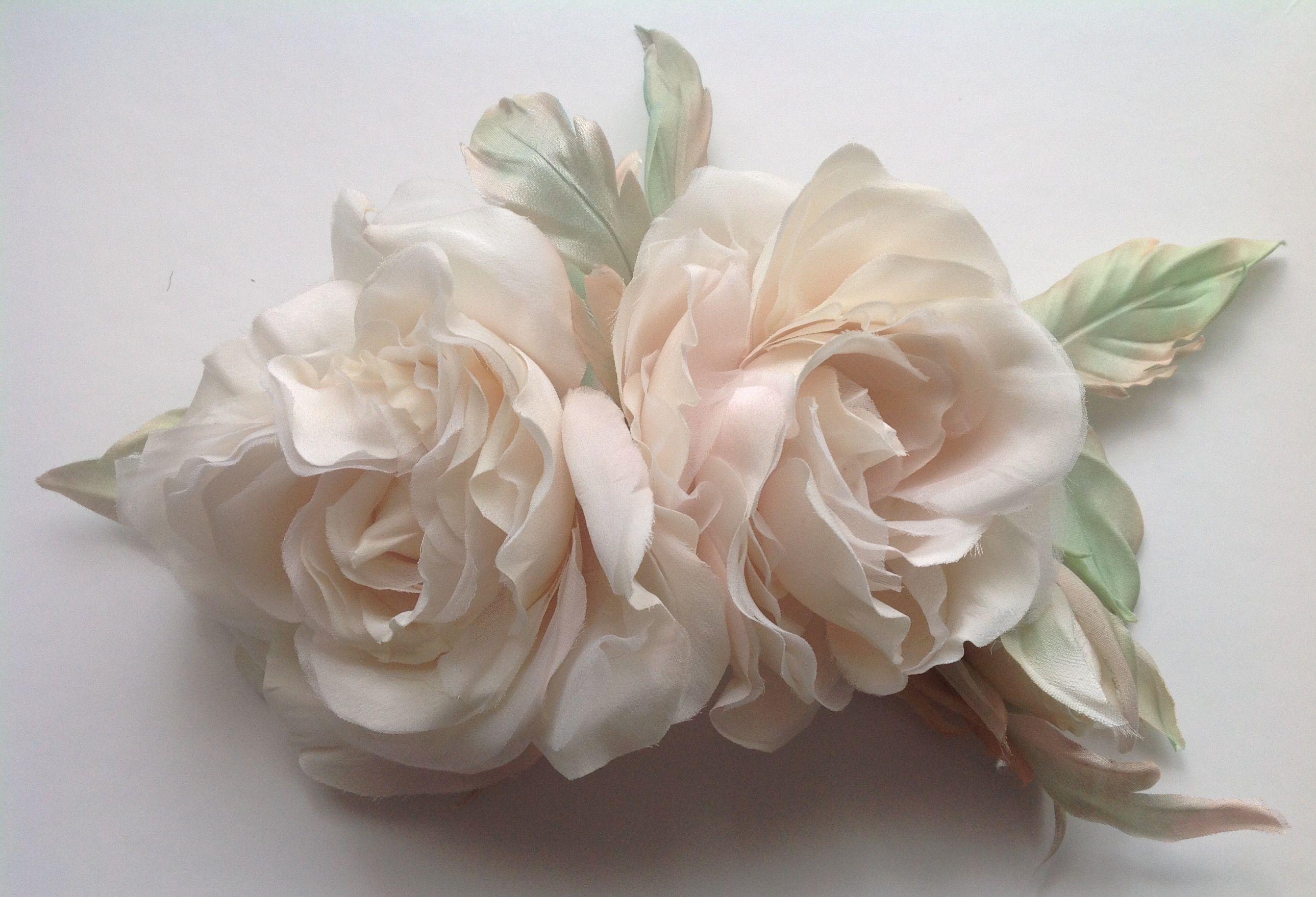 Spilla con rose color cipria in pura seta handmade