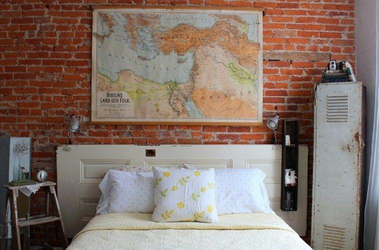 Fabriquer une tête de lit en bois avec une porte Bricks and Walls