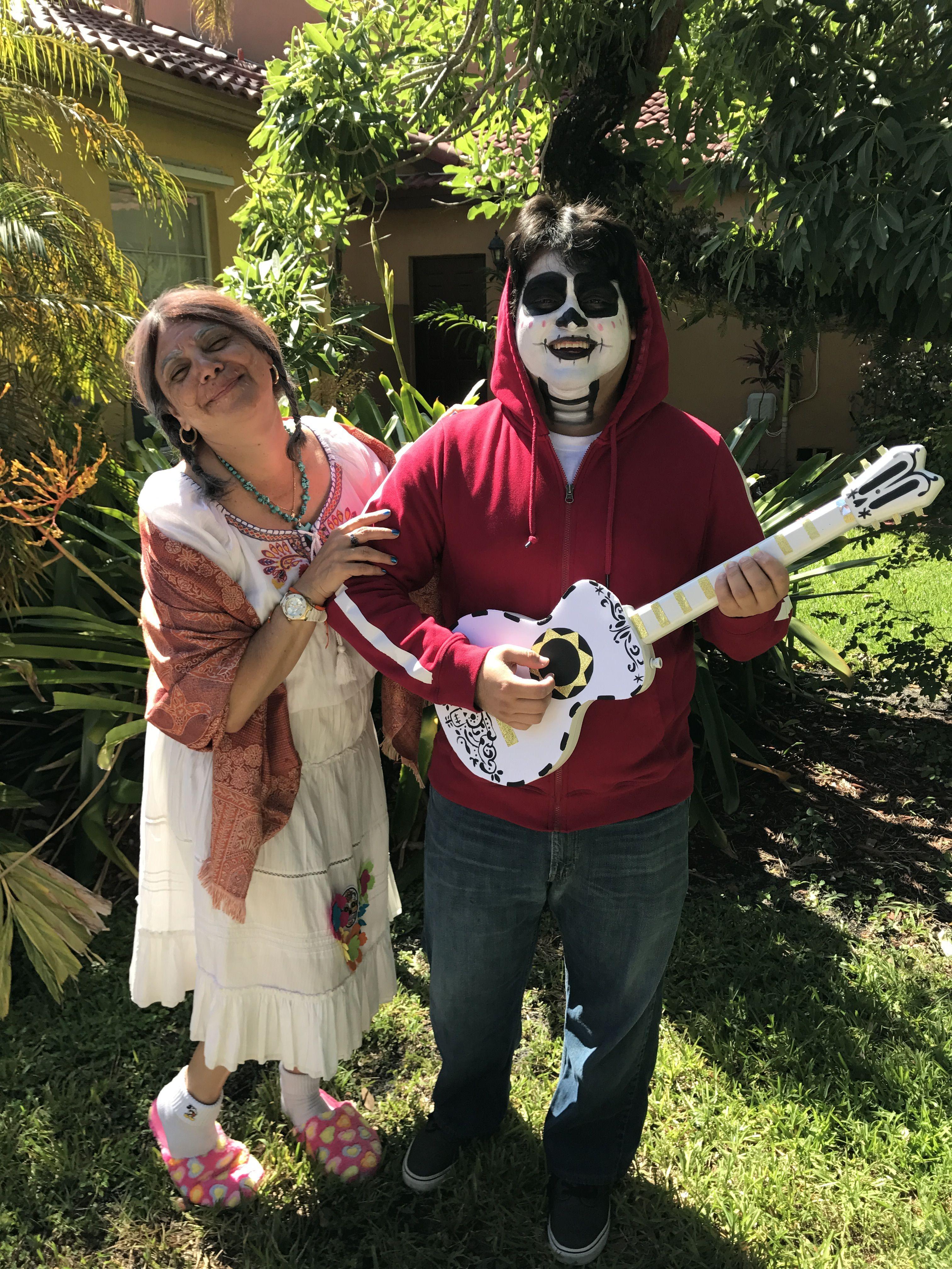 Miguel Halloween Costume Twitter user Alex (a_torres_51