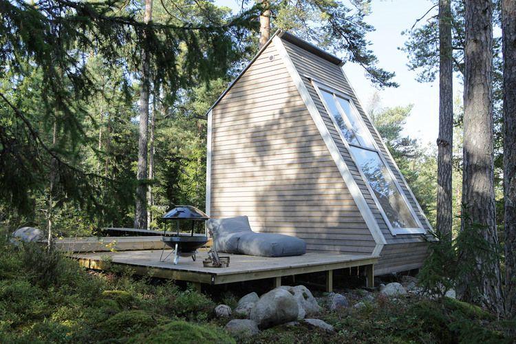 Cette petite architecture de moins de 9m2 conçu et fabriqué par le designer Robin Falck, se nomme Nido et se trouve dans la magnifique archipel de Sipoo en Finlande.