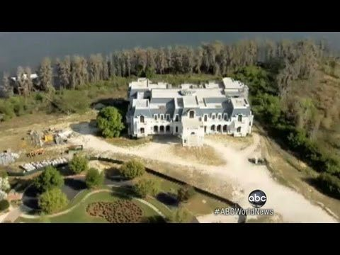 Biggest House In America American Versailles Mansion Flaunts Recession Houses In America Mansions Big Houses