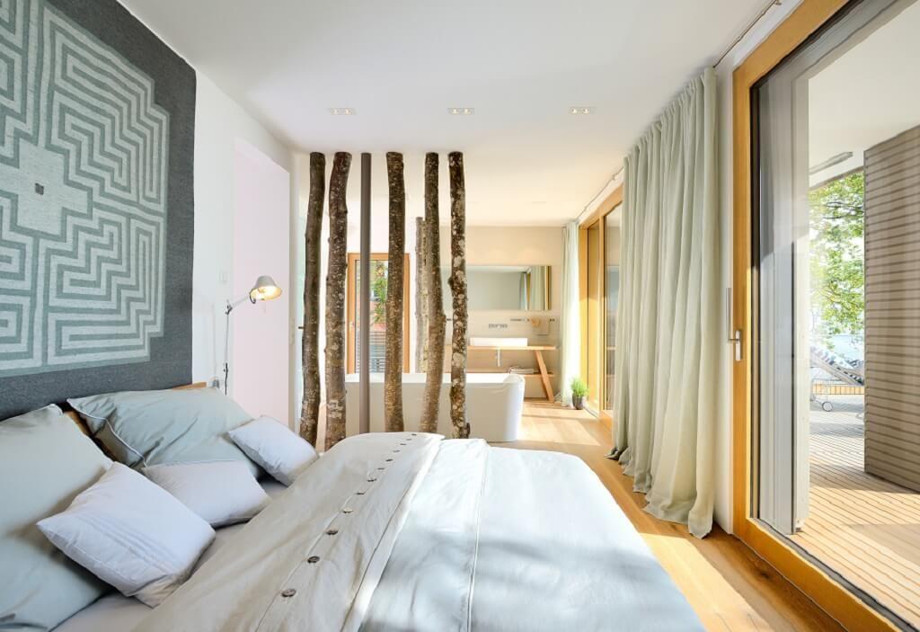 Modernes helles schlafzimmer mit offenem bad spa bereich for Moderne haus einrichtung