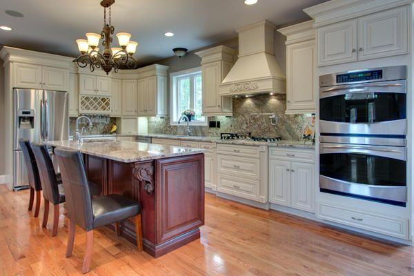 J&K Kitchen and Bath Cabinets - these are the same cabinets we have ...