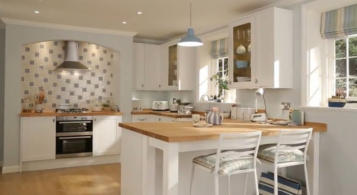 Howdens kitchens like blue blinds and light kitchen for Accesorios decorativos para cocina