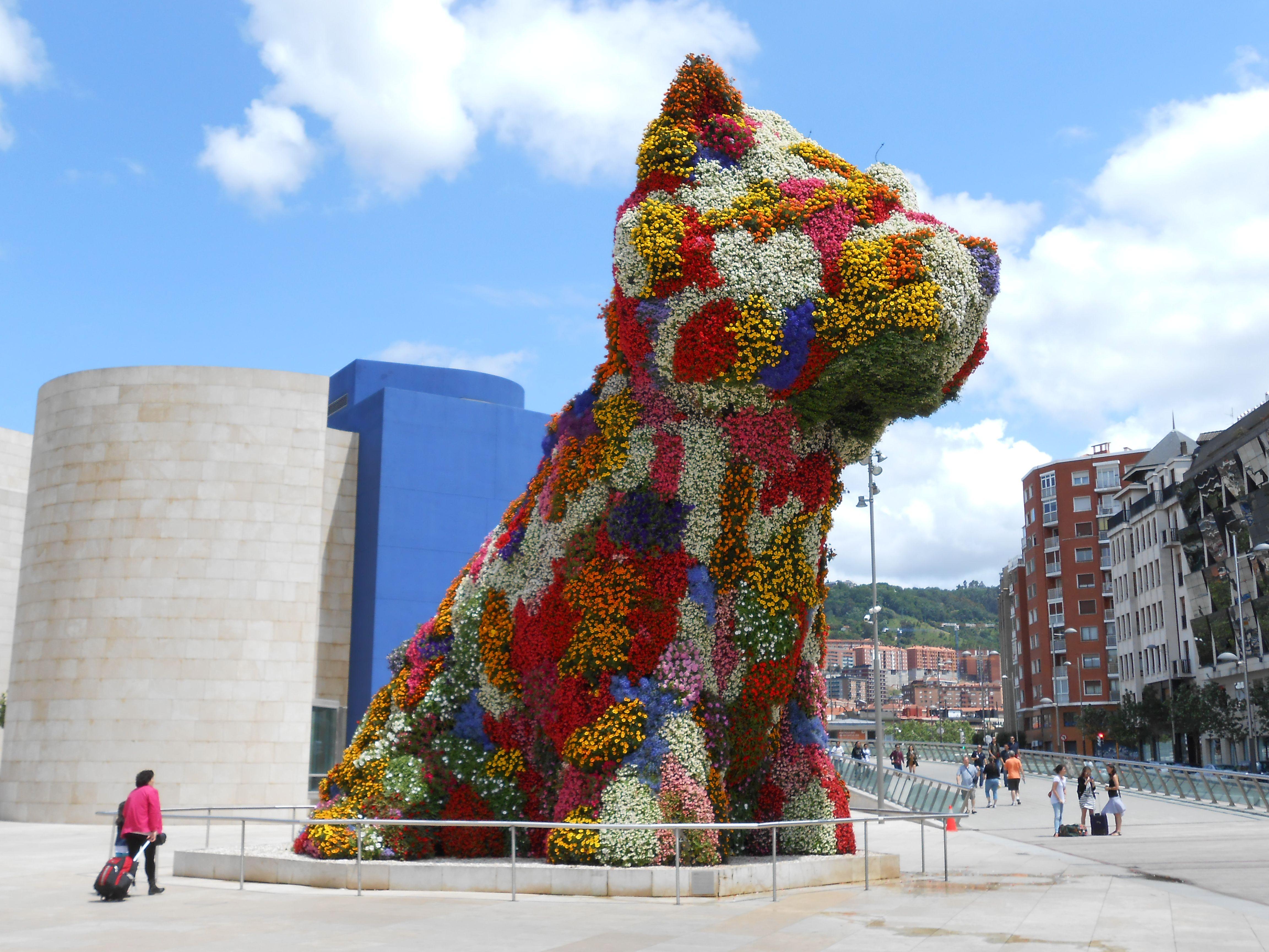 Puppy by Jeff Koons in front of Guggenheim Museum Bilbao