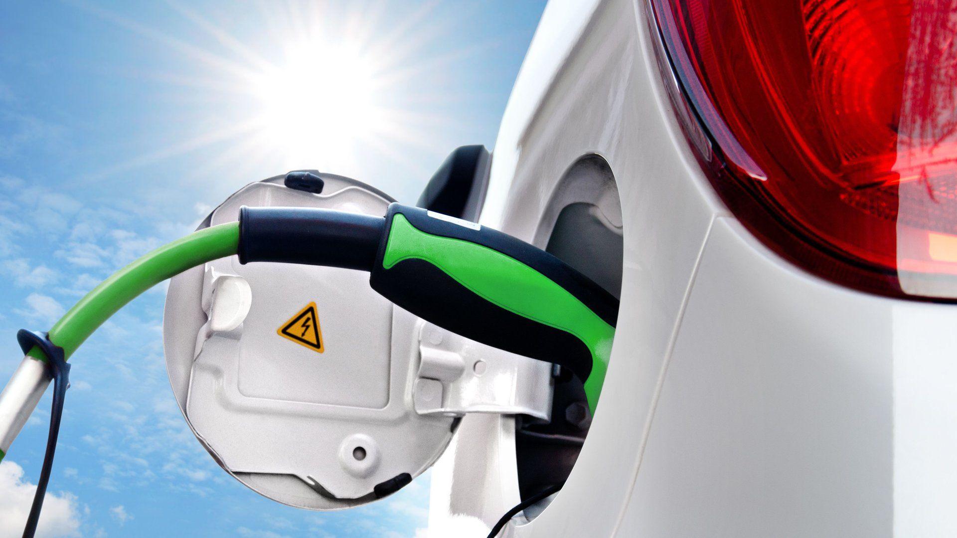 Vorarlberger Startup stickt Stromspeicher Elektroauto