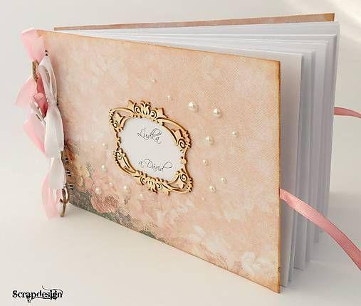 Ružová vintage kniha hostí