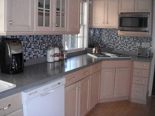 Hometalk :: Kitchen Backsplash- it's not tile it's a DECAL!
