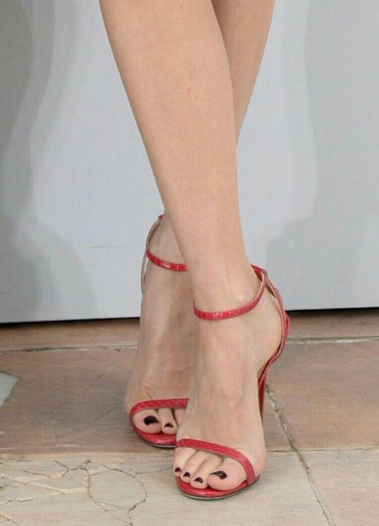 Pin De Helel En Celebrity Feet Zapatos De Tacones