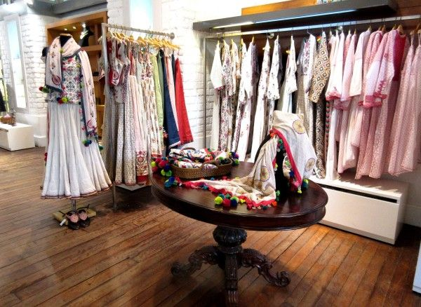 Top 25 Designer Boutiques In Chennai Store Design Interior Clothing Boutique Interior Boutique Interior