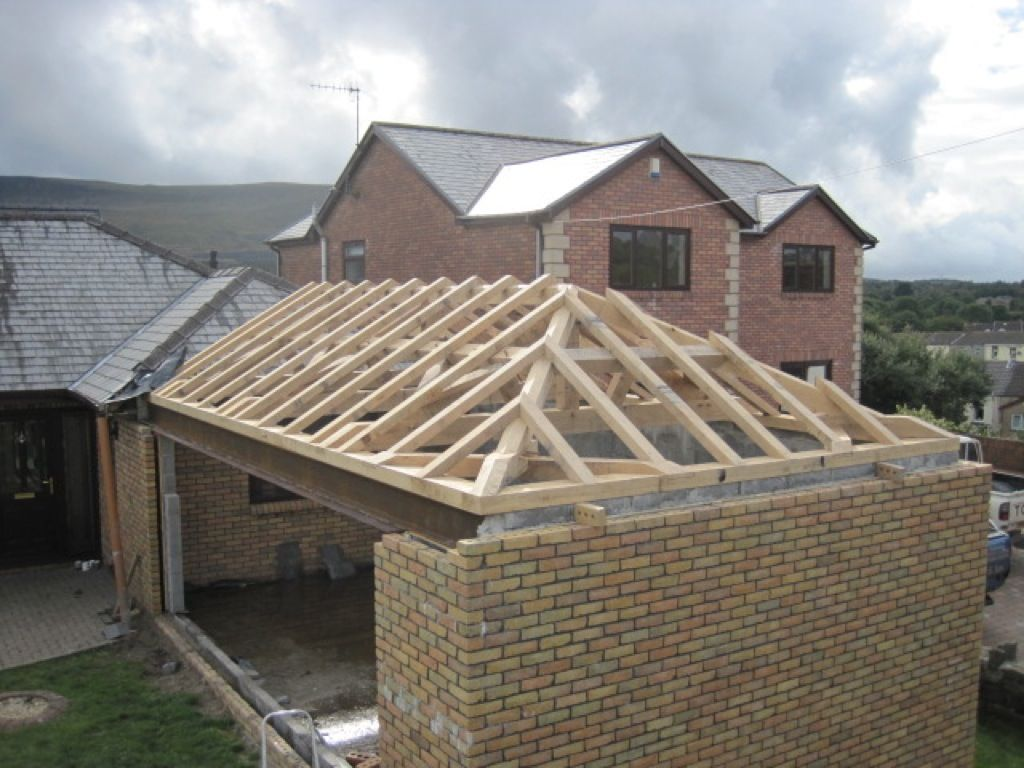 Http Www Castleringoakframe Co Uk Case Studies Feature Oak Hipped Roof Roof Design Hip Roof Building Roof