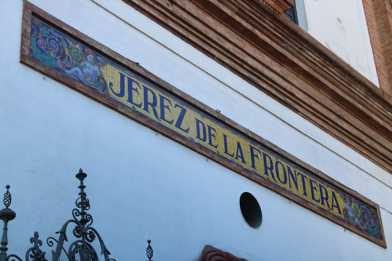 detalles ornamentales de la estación de Jerez de la Frontera