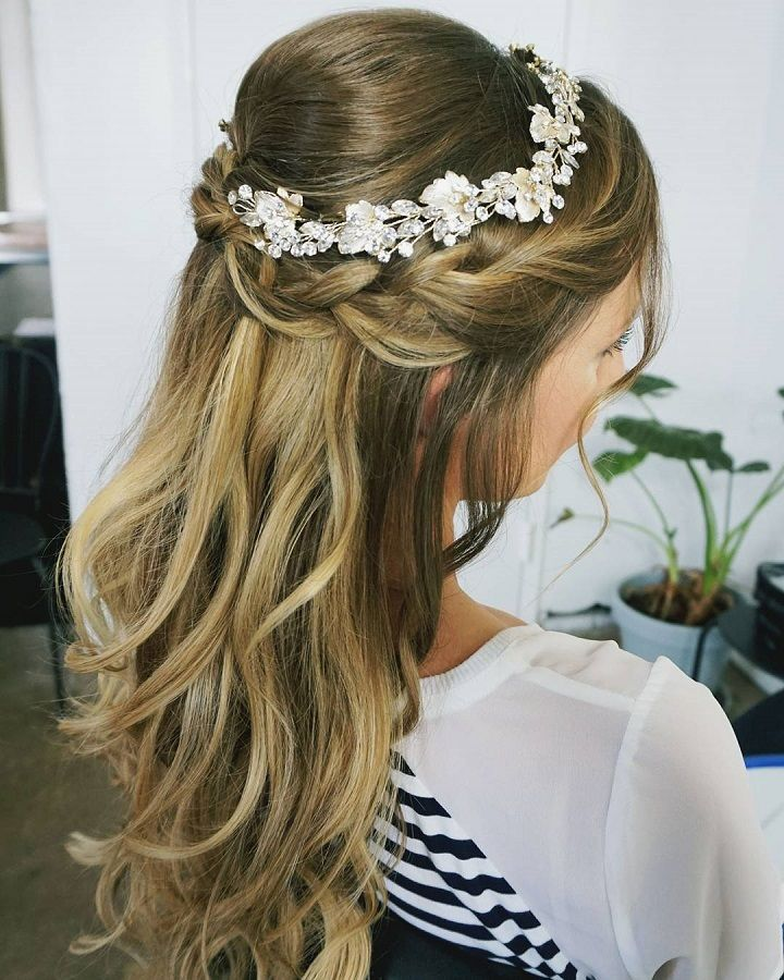 21 Pretty Half Up Half Down Hairstyles Great Options For The Modern Bride Braided Hairstyles For Wedding Headband Hairstyles Down Hairstyles