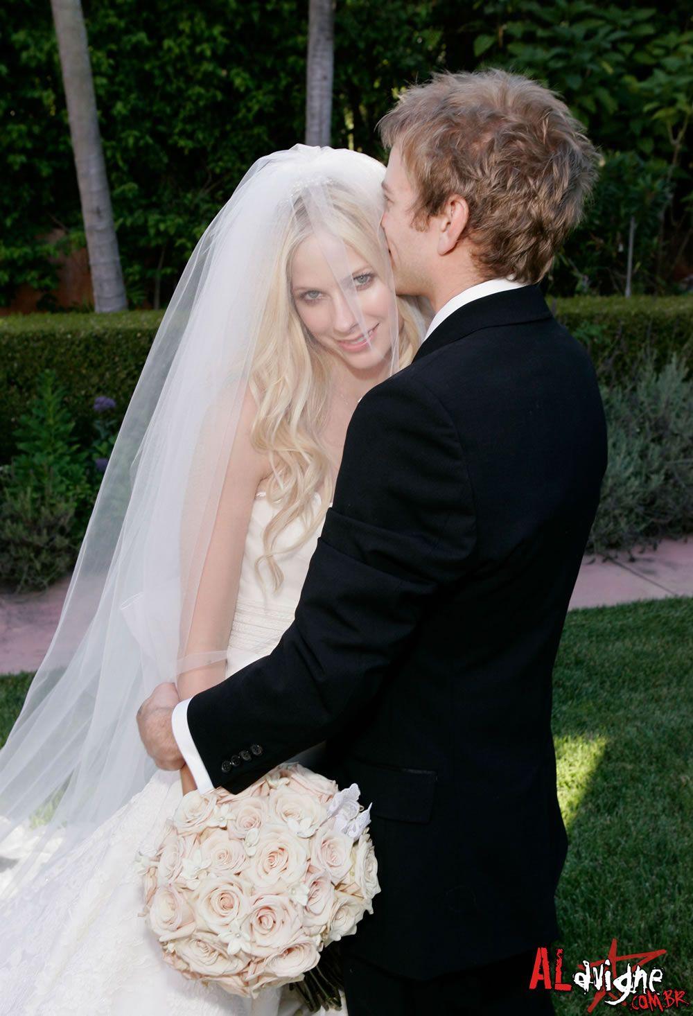 Avril Lavigne Deryck Whibley 2006 Wedding Celebrity Weddings Wedding Dresses