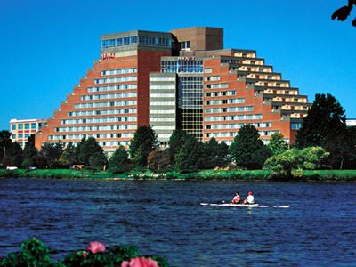 The Hyatt Regency Cambridge Overlooking Boston Offers Comfort And Convenience Whether You Re On Business Or Holiday In Ma Hotel A