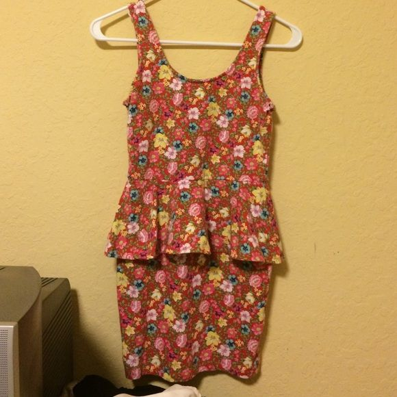 Flower Dress skin tight Skin tight flower dress with ruffle mid way. worn once. no trade final sale. Forever 21 Dresses Mini