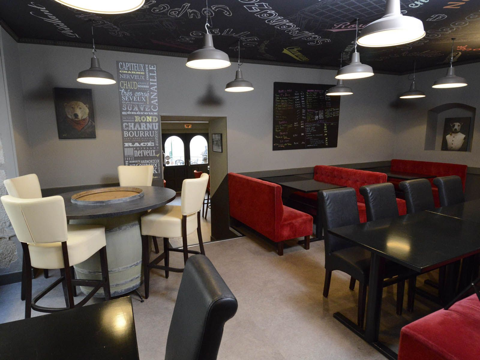 Bar vin par architecture d 39 int rieur agencement magasins erp voiron - Bar d interieur ...