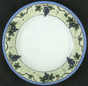 Pfaltzgraff Dinnerware Grapevine. What a beautiful pattern and it goes so well with th. Beautiful PatternsRemodelsPlace SettingsDinnerware & Pfaltzgraff Dinnerware Grapevine. What a beautiful pattern and it ...