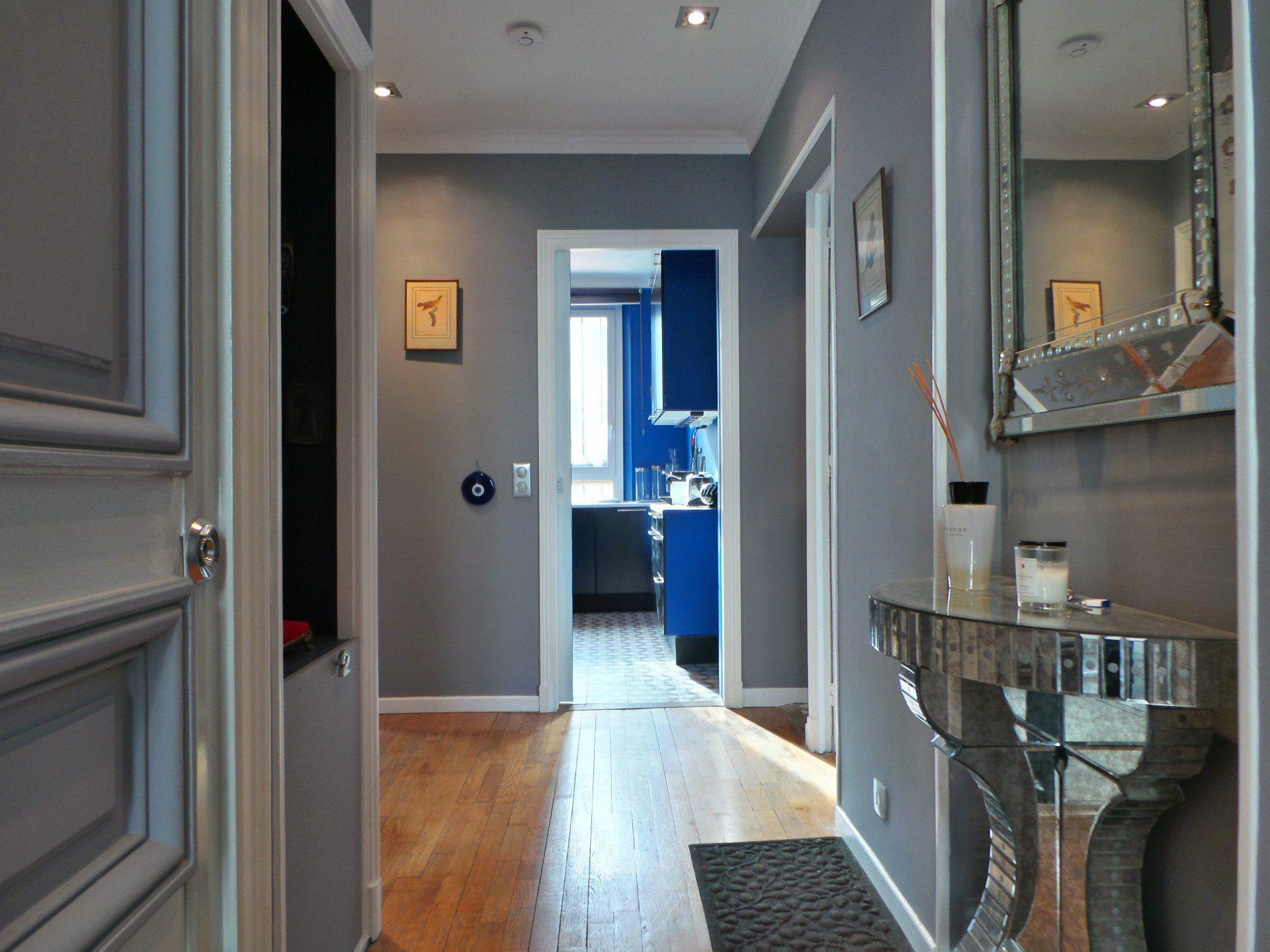 cannes seulement 700 m tres de la croisette dans un immeuble bourgeois cet appartement. Black Bedroom Furniture Sets. Home Design Ideas