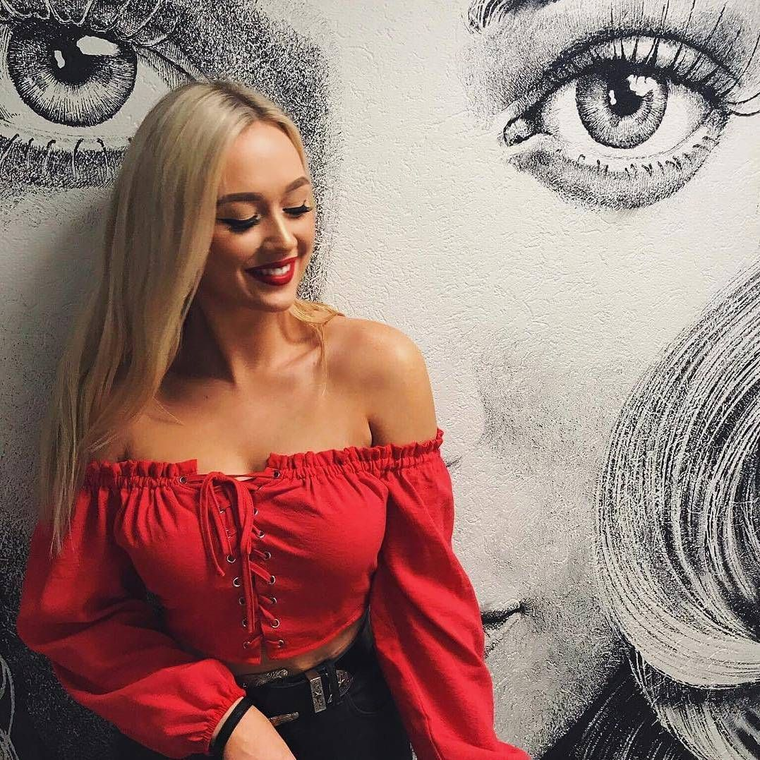 cdbfd709b2c1d2 MEXICANA ~  caitlingosling rockin  our Bonita Off The Shoulder Top 🔥 What  we ll be wearing this weekend! Shop it online now babes  PollyGal