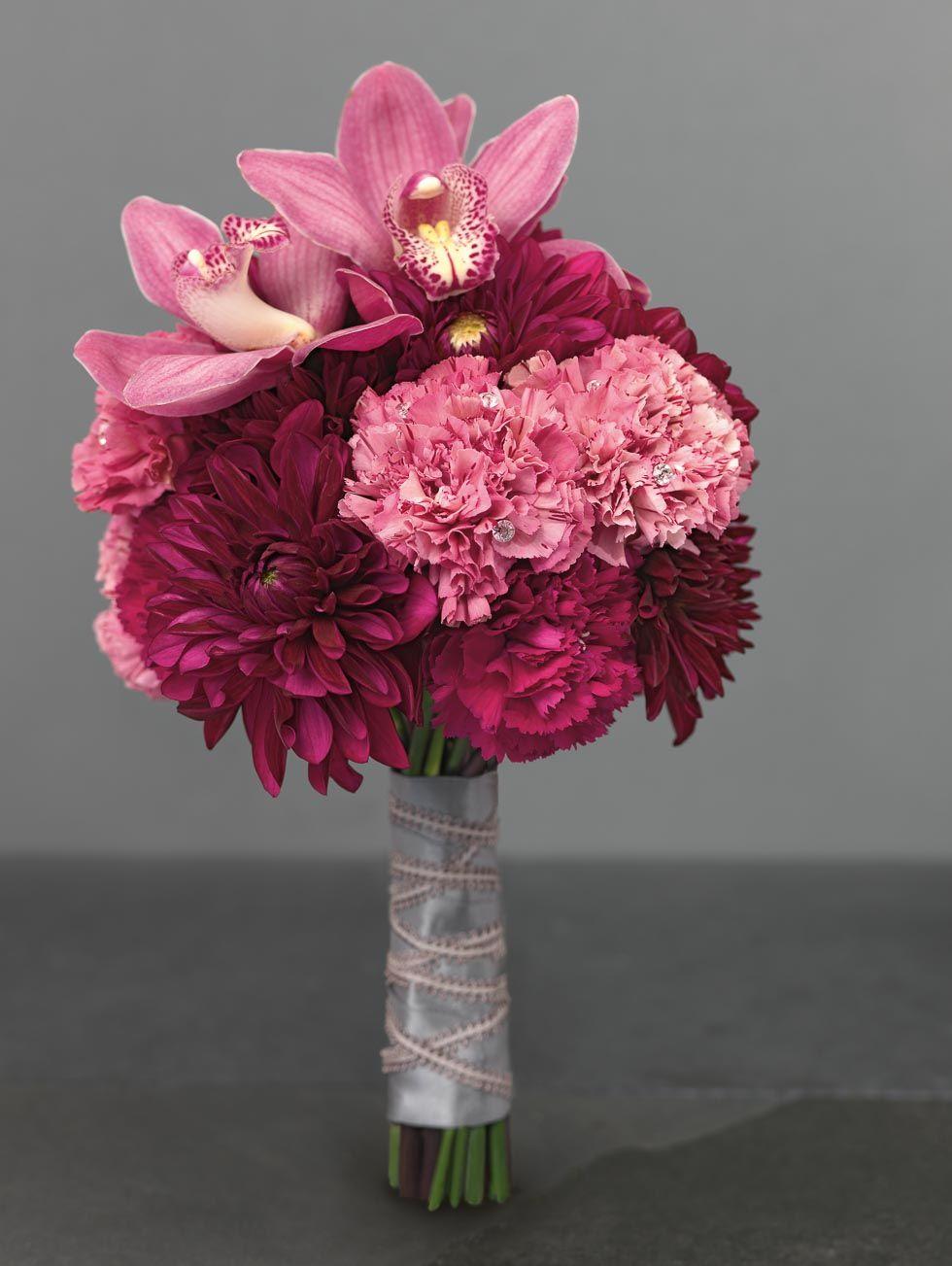 Zauberhafte Brautsträuße für jeden Stil, ob sommerlich mit Wiesenblumen und Hortensien, frühlingshaft mit Pfingstrosen oder winterlich mit Schleierkraut.