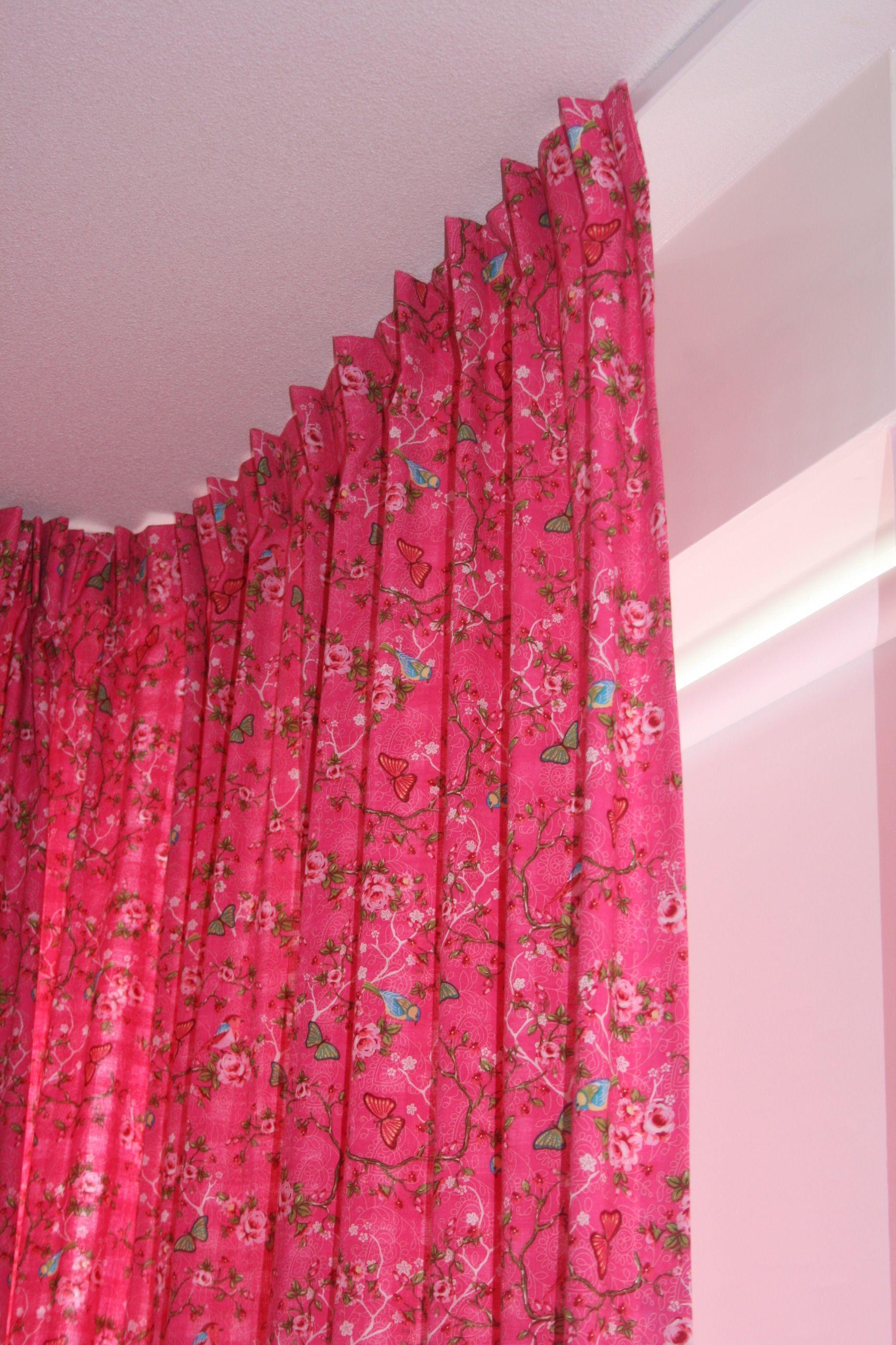Roze Bloemetjes gordijn op meisjeskamer geleverd door boerenbontig ...