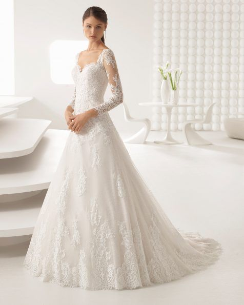 4c3fa9f5fd9d Elegante e delicato. Questo abito è realizzato con un pizzo morbido