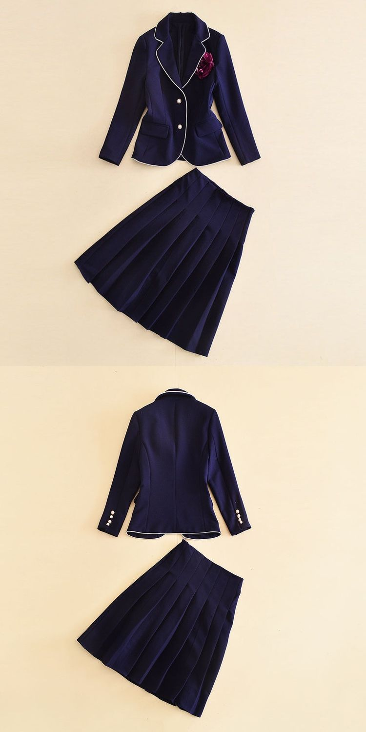 8f8fc60b8b22 European and American women's wear in 2018 The new winter long sleeve  brooch coat pleated skirt