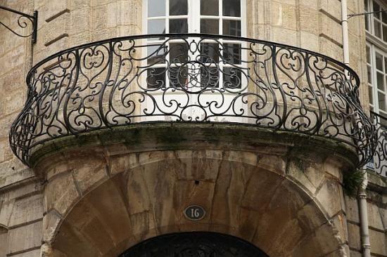 Fer forge balcon xviiie beaux balcons en fer forg for Fer forge balcon