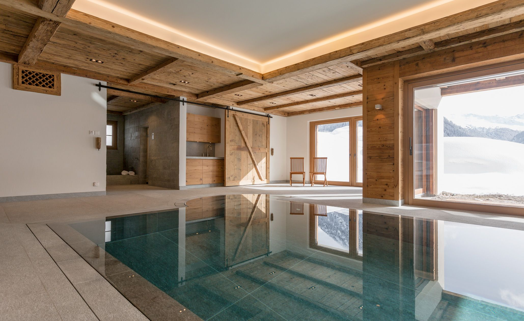 Dusche Naturstein blick vom pool zum saunabereich mit naturstein kältebecken und