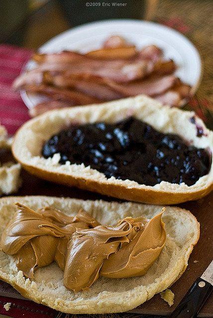 Fool's Gold Loaf, uno de los favoritos de Elvis Presley. Jalea de uva, mantequilla de cacahuate, tocino frito... y va frito.