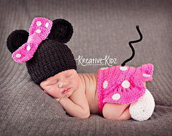 Bebé niña sombrero MINNIE MOUSE inspirado equipo o MICKEY recién nacido bebé  niño o niña de ganchillo sombrero de ratón ff264fad89e0