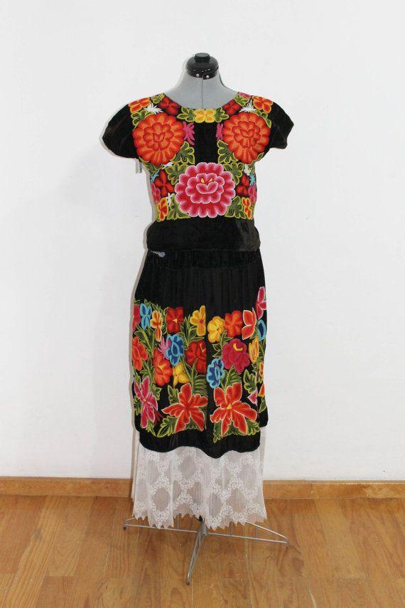 Traje de terciopelo bordado a mano a crochet por - Estilo frida kahlo ...