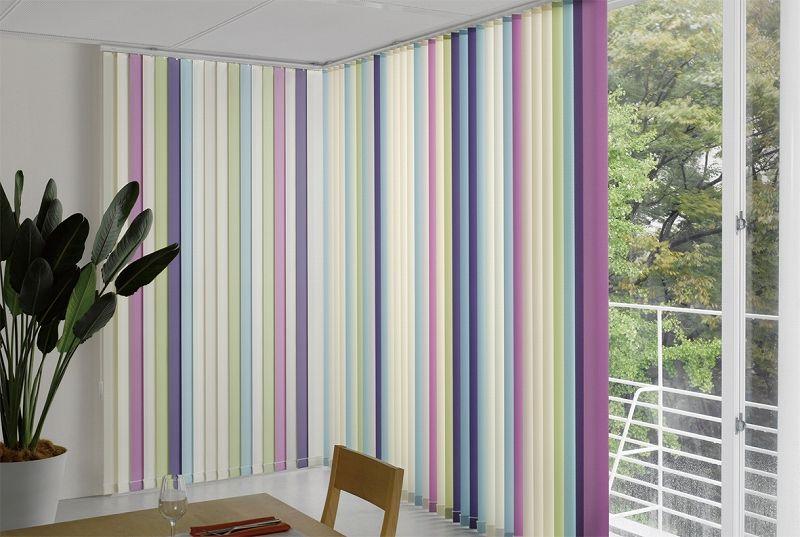 Originales cortinas verticales con lamas de distintos for Cortinas originales