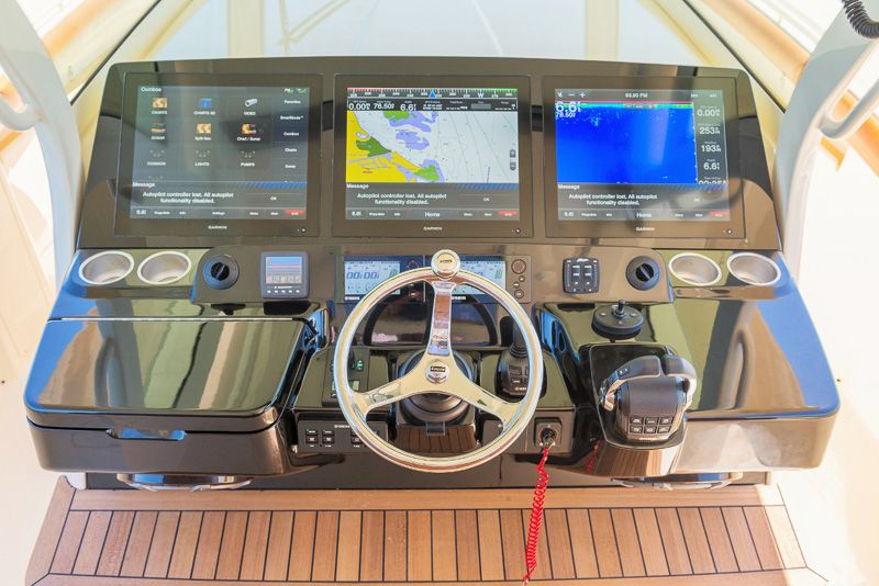 Scout 420 LXF - Luxury Center Console Fishing Boat | boat dash