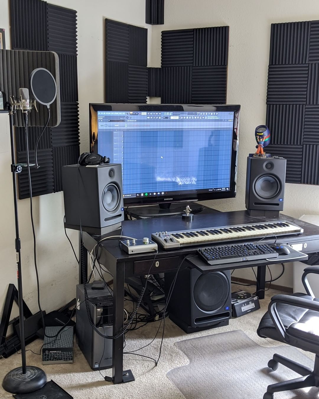 Homestudiohub Posted To Instagram Yunng Yames Makes Rap Instrumentals And Records Voca Music Studio Room Home Recording Studio Setup Recording Studio Design Bedroom home recording studio